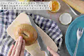 肉や魚、野菜に使える「三徳」と、細かな作業に便利な「ぺティーナイフ」。両刃専用の研ぎ器「スピードシャープナー」も揃えれば、普段使いの頼もしい味方になりそう! さらに「ベーグル/サンドイッチナイフ」は、コンパクトなパン切り包丁は、持ち手部分がぺティナイフとほぼ同じ13cmで、手にしっくり来る、なんとも使い勝手の良いサイズ。ギザギザの刃は、ふわふわのパンは勿論、ハード系のパンまで、美しい切り口に仕上げてくれます。