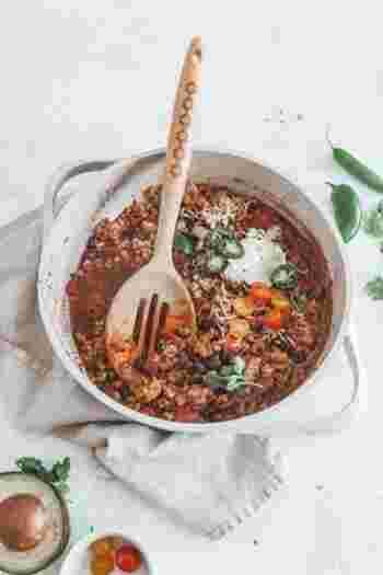 本来、チリコンカンはいんげん豆などを使いますが、レンズ豆を使用するのもまた違ったおいしさがあります。たまには、豆の種類を変えて新鮮にたのしんでみましょう。