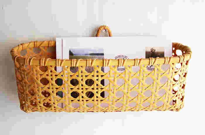 大切な手紙やメモ、書類などをさっと入れておける吊りかご。こんなかごがあると、失くしものもなくなりそうですね。大分県の白竹を使い、編み目が八角形になる「八つ目編み」という緻密な編み方がされています。