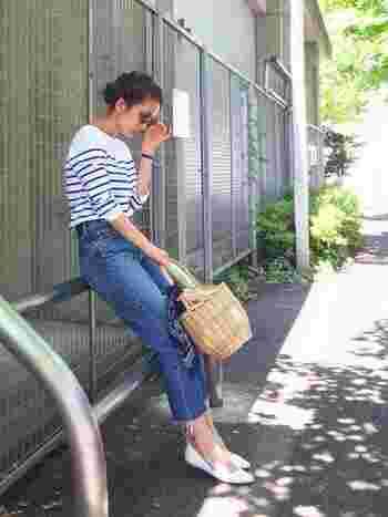 ここ数年人気の高いカットオフジーンズ。名前の通り、裾を切りっぱなしにしたデザインは、穿くだけでオシャレな雰囲気に慣れちゃうんです。