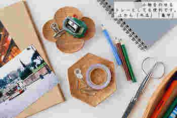お気に入りの豆皿は、デスクに置いて文房具やクリップを乗せるトレーに使っても。陶器の豆皿だと、クリップや金属を置いたときの「カチャッ」という音が気になる事も。でも木製なら、「コトン」という柔らかで素敵な音が楽しめます。
