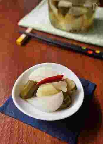 旬の素材を朝ごはんのお膳に加えるのは、とても素敵なこと。いまの季節なら、たとえば新玉ねぎなどのピクルスを時間のあるときに作っておけば、漬物代わりにパッと出せます。もちろん、ヘルシーさも満点!