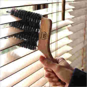 同じくREDECKERの、お掃除の際に役立ってくれる、やぎの毛を使った「ブラインドブラシ」。