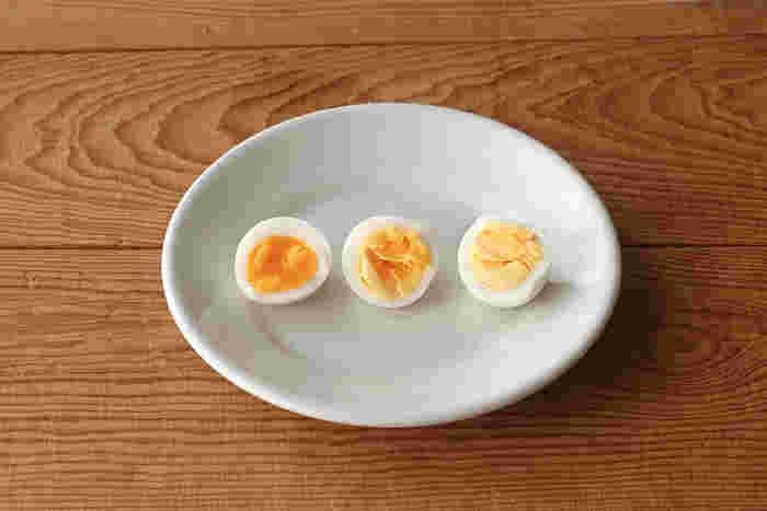 ソフトは、黄身の中心がトロっとしたいわゆる半熟、ミディアムは柔らかめの黄身に、固ゆでがお好みの方はハードの目盛りまでしばし我慢を…。卵の量や鍋の大きさなどに関わらず、ゆで加減を調整できるとっても便利なアイテムです。