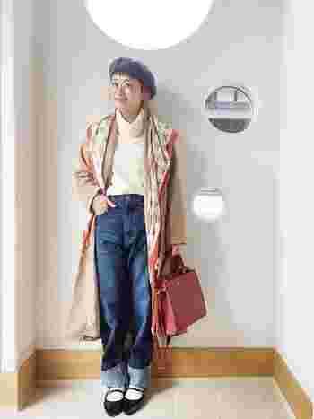 ロング丈のガウンコートに、ニュアンスタートルをインすれば顔周りも明るく♪ベレー帽やスカーフなど、小物使いで小ワザを効かせて。
