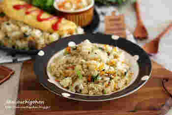 海苔の佃煮を混ぜ込んで作るという和風なバターライス。小松菜をたっぷり入れて、栄養バランスもよくなっています。ほんのりお醤油味もついて、箸が進みます。