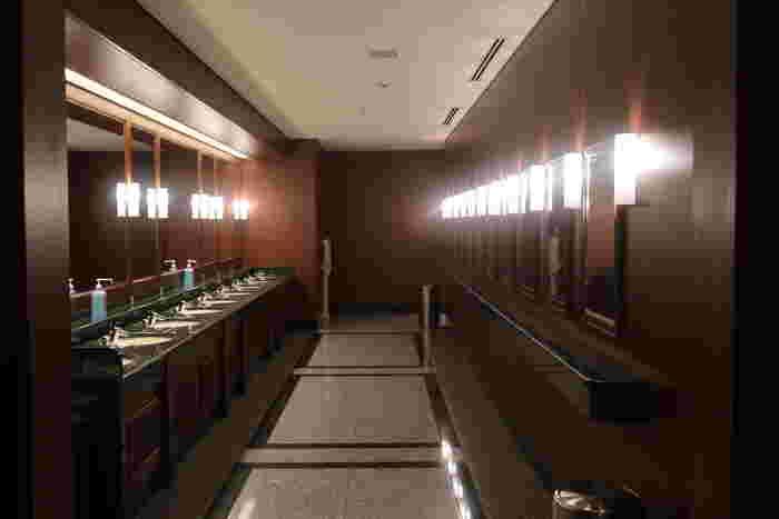 上演中に席を立つことは極力控えたいもの。お子さんは特に、開演前には必ずトイレに行っておきましょう。上演直前になるとトイレが大混雑する場合もあるため、時間に余裕を持って済ませておきたいですね。