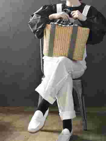 しっかり大きめのサイズで、何を入れてもOKな「MUUN(ムーニュ)」のカゴバッグ。普段の仕事やお買い物に使うのはもちろん、ちょっとしたピクニックなどでも活躍してくれます。インナーバッグはキナリとチェック柄の2種類を、気分で変えて楽しめる仕様です。