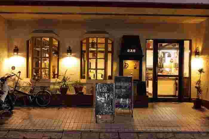 """広電紙屋町東電停から本通り側に1本路地を入ったところにある「organic cafe & kitchen 喫茶さえき」。""""食べものと人の生活をかんがえるお店""""をテーマに、旬の野菜を使ったメニューを提供しています。"""