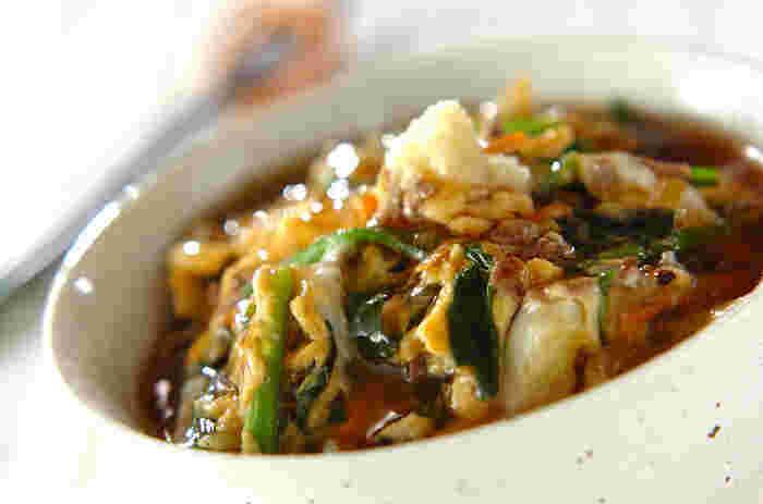 トロトロのあんがかかっているから食が進みます。ニンジンを入れて、彩りも栄養バランスも良い丼の出来上がり。