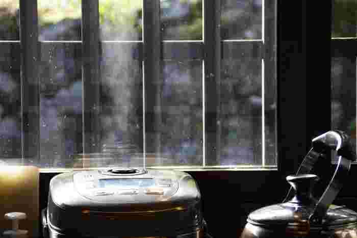 もっと手軽に酵素玄米を炊きたい方におすすめなのが、酵素玄米専用の炊飯器。通常の炊飯器より、お値段ははりますが手間や手軽さは変わってきます。