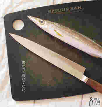 魚を薄く切るのに特化した包丁です。家庭で使う場合は、刃渡り21cm〜27cmがおすすめ。奥から手前に引くように切るため、刃渡りが長く作られているのです。
