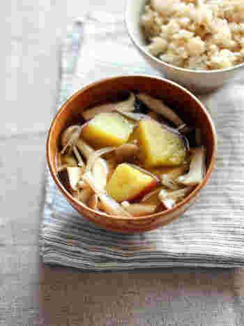 秋の味覚たっぷりの秋味お味噌汁です。柚子胡椒を足すことで、爽やかな風味とピリリとした辛さが深みを増してくれます。