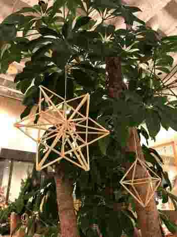 星型ヒンメリを2つくっつけてより立体的にしたもの。クリスマスツリーのオーナメントにしても素敵です。