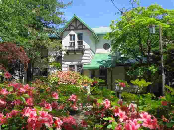 札幌市の中心部から歩いて15分ほど、サッポロファクトリーのすぐそばに建つのが旧永山武四郎邸。1880年頃(明治10年代前半)第2代北海道庁長官・永山武四郎の私邸とし建てられました。