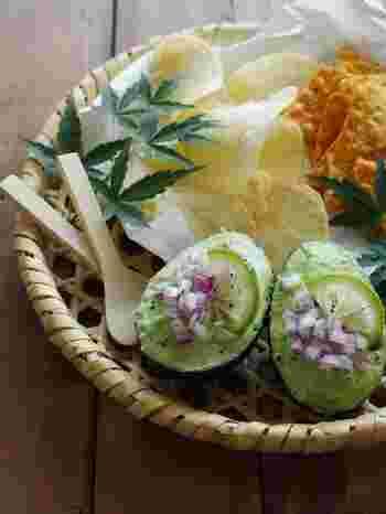 メキシコのグアカモレを、青柚子を使って和風アボカドディップに。トルティーヤなどにつけたり、バゲットにのっけたり、前菜やおつまみとして楽しむのもいいですね。