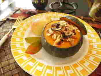 小ぶりな坊ちゃんかぼちゃは、そのままの形を活かしたグラタンに。おもてなしやハロウィンパーティーにぴったりの一皿になります。ココナッツとカレー粉でちょっぴりエスニックっぽさも♪