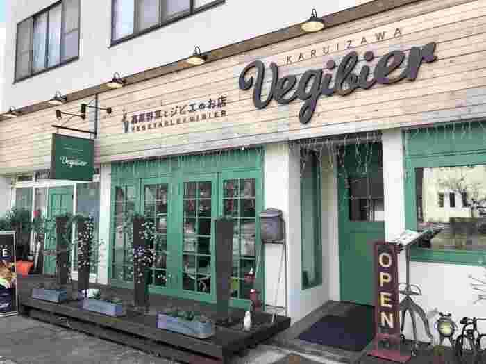 軽井沢駅から雲場池に向かう途中にある「軽井沢ベジビエ」は、軽井沢でもちょっと珍しいジビエと高原野菜のサンドイッチやハンバーガーが食べられるカフェです。