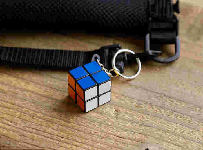 子供の頃、ルービックキューブに夢中になったという方には懐かしい、いつでもどこでもキューブ遊びを楽しめる、リフレクター仕様のマジックキューブです。