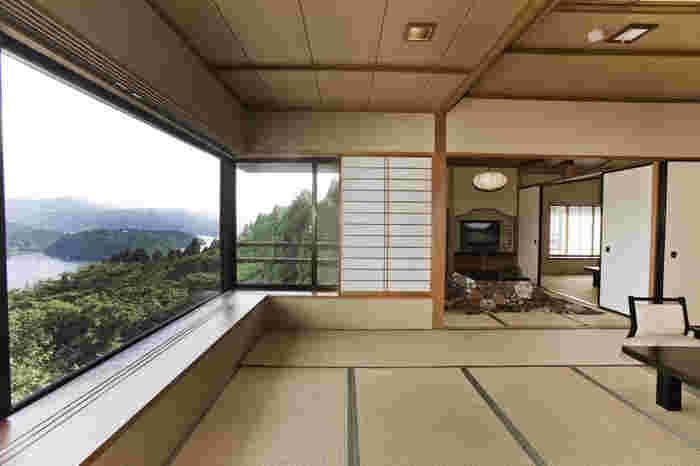 芦ノ湖ビューを楽しめる和心亭豊月。数寄屋造の和風旅館でしっぽりしたい時におすすめです。