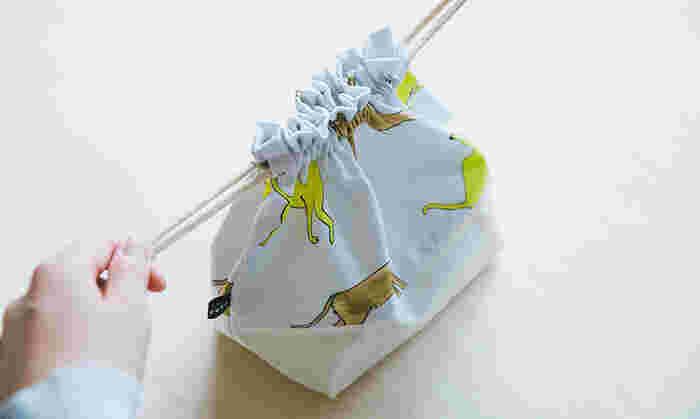 また、デザインをびしっと決めておくのも大切です。例えばお弁当袋なら、底の部分は切り替えて別の布にして、紐は何センチにして…などですね。ここを決めずにぼんやり進めると、途中で材料が足りなくなってしまうことも…。
