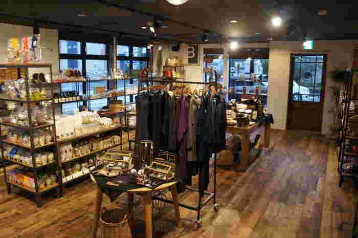 「moco lifestyle store」では、店内で一緒に家具や雑貨の販売も行っています。 食事の後はゆっくりと、お買い物を楽しんでみてはいかがでしょう。