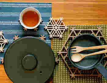 和風から北欧風まで、多岐にわたる素材やデザインの「鍋敷き」をご紹介しましたが、気になるものはありましたか。  「鍋敷き」はいつものキッチン、食卓で目にするもの。だからこそ、心ほぐれるようなデザインにこだわりたいものです。