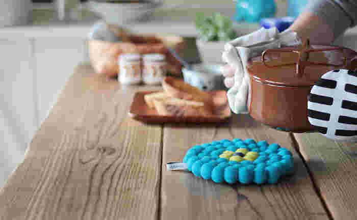 思わず「可愛い~っ♡」と叫びたくなる、ウール100%のフェルトを使用している鍋敷きです。