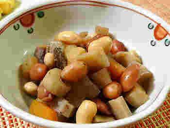 市販の甘すぎる煮豆にさよなら。 ごぼうなどの根菜は腸に善玉菌を作る手助けをしてくれるので、積極的に摂りたい!