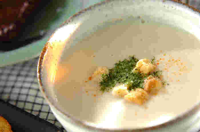 ほっくり優しい味わいの冬野菜、カブをポタージュに。こちらは白ねぎと玉ねぎを同量使うレシピ。白ネギの自然な甘味と玉ねぎのうま味を両方引き出しています。