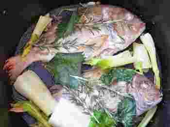 鯛などの魚を焼くときは、ローズマリーと一緒に。ハーブの香りが魚にしっかりついて美味しいですよ。