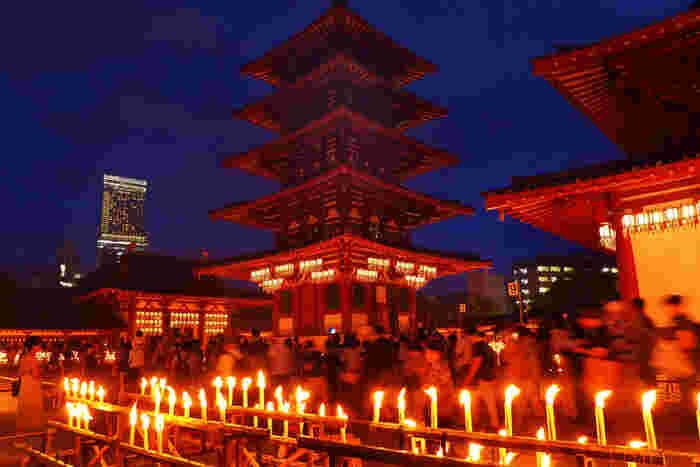 大自然の中にあるパワースポットも良いけれど、ここは本当に都会のど真ん中。そんな目まぐるしく変わる街の中で、日本最古の仏教寺院に集まる「気」をそっと感じてみませんか。なんとなく異空間に迷い込んだような錯覚に陥るかもしれませんよ。
