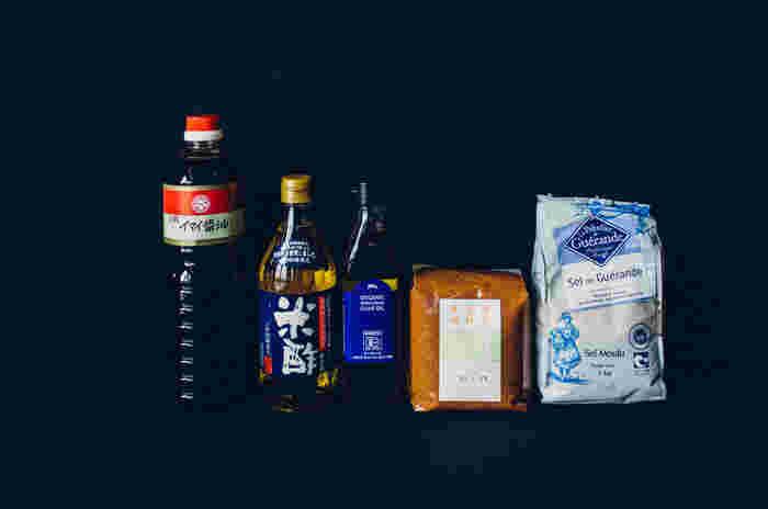 砂糖、塩、酢、醤油、味噌。みなさんは、お料理にどんな「さしすせそ」を使っていますか? それぞれの調味料には、それぞれの良さがあり、作りたいお料理に合わせて「さしすせそ」を上手に使うことは、大切にしたい、お料理のポイント。 『いいもの』を選んで、食べて実感!お料理に差をつけてみませんか!