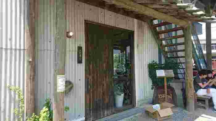 まるでカフェのような佇まいのお店「カマ喜ri 」さん。おしゃれな店内ではゆったりと本格さぬきうどんがいただけます。