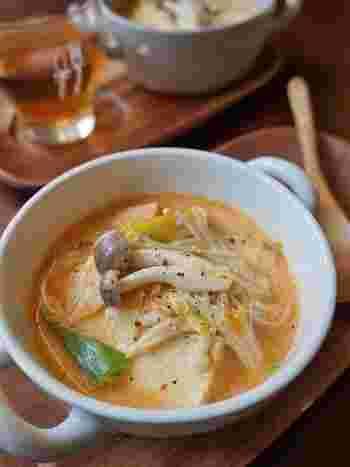 チゲスープに豆乳を加えて、辛いものが苦手な方でもおいしくいただけます。豆腐ではなく食べごたえのある厚揚げを入れてボリュームアップ。