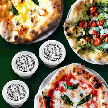 イタリア政府公認のナポリピッツァ協会認定の薪窯焼きピッツァのお店「SALINA(サリーナ)」。ダブルチーズマルゲリータ・ジェノベーゼ・チンクエフォルマッジの、人気のピッツァ3種類に、能登の揚げ浜塩田の塩ジェラート3つが付いたお得なセットです。本格ピッツァに食後のデザートまで楽しめて満足度100%ですね。