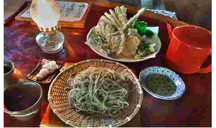 『蛍の緑』。『季節の天ぷら』は、人参・ゴボウ・葱・しめじを中心に、春はコシアブラや根曲竹などの山菜も登場します。