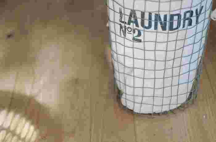 洗濯機が心配な方は、中性洗剤や専用洗剤を使って手洗いで優しく洗うかプロのクリーニングにお願いしましょう。ダウンやファーが付いたものは、取り扱いに注意が必要です。