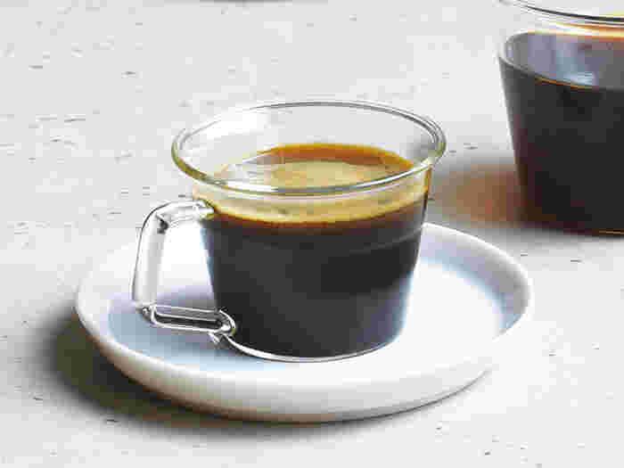 ガラスには冷たいもの?いいえ、暖かいコーヒーや紅茶も良く似合います。緑茶や中国茶を入れても様になるから、オールマイティーな器です。