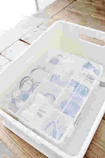 ふた付きの整理ケースにヘアゴムを収納するアイデア。透明なのでふたをしめても中身が一目瞭然ですね。収納ボックスやファイルケースなどに入れてクローゼットへしまう時にもおすすめですよ。