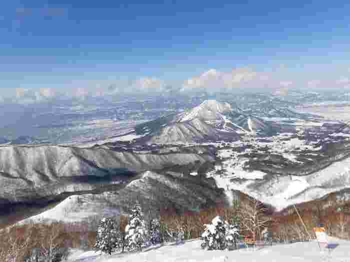 スキーシーズンはソラテラスの営業はお休みですが、竜王スキーパークは営業中。スキーエリアからもこの絶景!