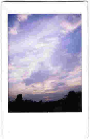 カメラを手にしたら、やっぱり撮りたくなるのが空。毎日違う表情をみせてくれる空の美しさを逃さずパシャリ。