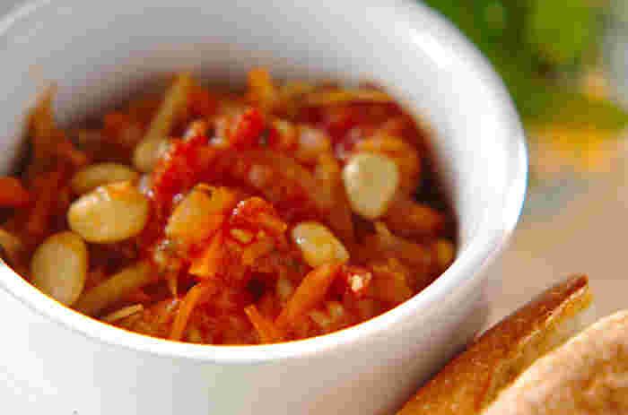 基本の重ね煮に水煮トマト、大豆、たまねぎ、ニンニクを入れた具だくさんのトマト煮込み。冷蔵庫で3~4日保存できるので、常備菜として作っておくと便利ですよ♪