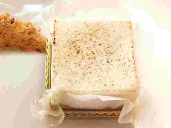 ネーミングがユニークな「とろふわトーフチャウデ」。京都産のなめらかなお豆腐に、北海道産のクリームチーズを使ったレアチーズケーキです。お豆腐を使っているので、ヘルシーにいただけるのもうれしいですね。しゅわっとほどけるような贅沢なくちどけを楽しみましょう。