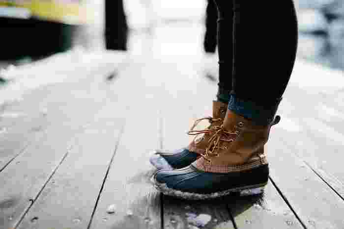 置ける数に限りがあるからこそ、自分の体の一部のように馴染みやすく、長く愛用できる1足を見つけたいですね。足の型はひとりひとりバラバラ。世界中に愛用者の多い、丁寧な靴作りを続けている老舗ブランドだけをご紹介します。
