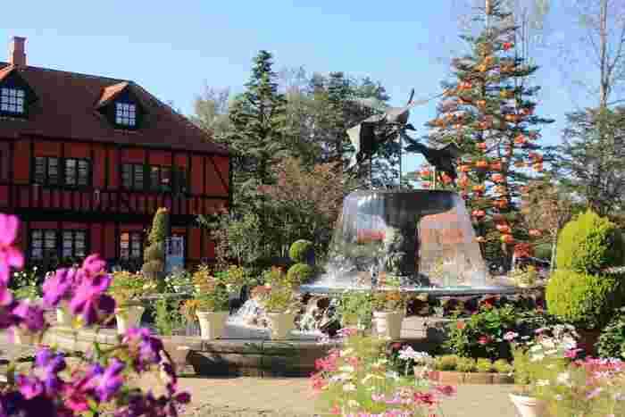 約36.7ヘクタールもの敷地は、まるで海外の庭園のような雰囲気で、アスレチックや子ども美術館、散策路など1日中楽しめます。
