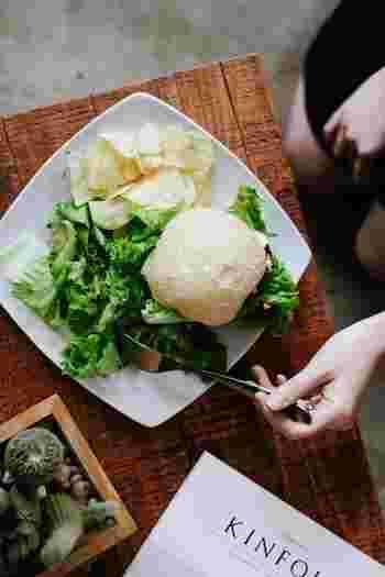 食べるときには野菜をはじめに食べるのが理想的。いつ食べるのかと同じくらい、何を食べるのかという「質」にもこだわりたいところですね。