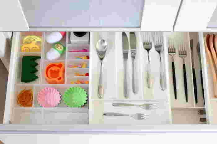 細々としたものがたくさん増えるキッチン。シンプルにすっきりと片づけたい…そんな時には、無印良品の収納グッズがとても便利です。ここからは、キッチン収納で役立つおすすめグッズをご紹介していきます!