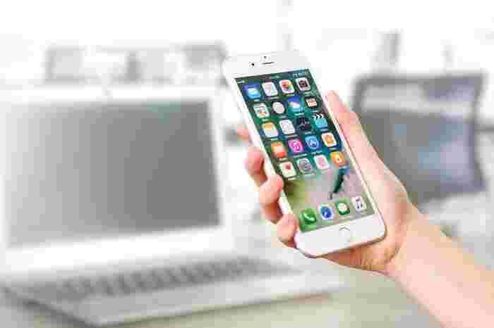 スマートフォン上での動きを確認したら、次のアクションを考えてみましょう。 不要だと感じたアプリを削除する、使い過ぎているアプリをトップ画面から移動させてしまうのもいいかもしれません。また、使用時間をスコア化して、設定した使用時間を越えると警告してくれるアプリを取り入れることも効果的です。寝る前や起きぬけについつい...という人は、ベッドサイドにスマートフォンを置かないようにしてみるのも一つの手です。
