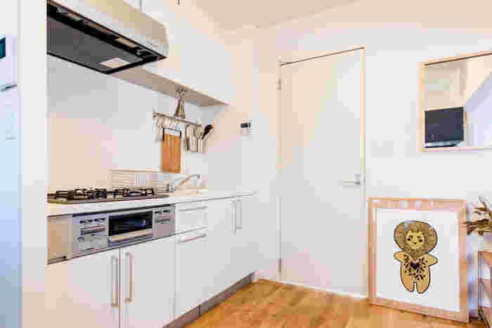 ワンルームのお部屋は、キッチンが丸見え!ゴチャゴチャしていると、どうしても落ち着きません。理想は、なるべく見せない収納にすること。生活感もなくなり、スッキリ清潔な印象になります。